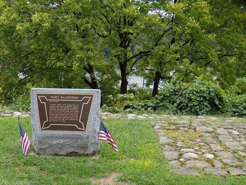 Beaver-Pa-Fort-Mcintosh-Monument.jpg